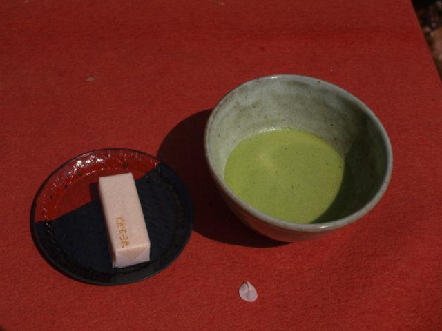 大河内山荘で抹茶をいただく