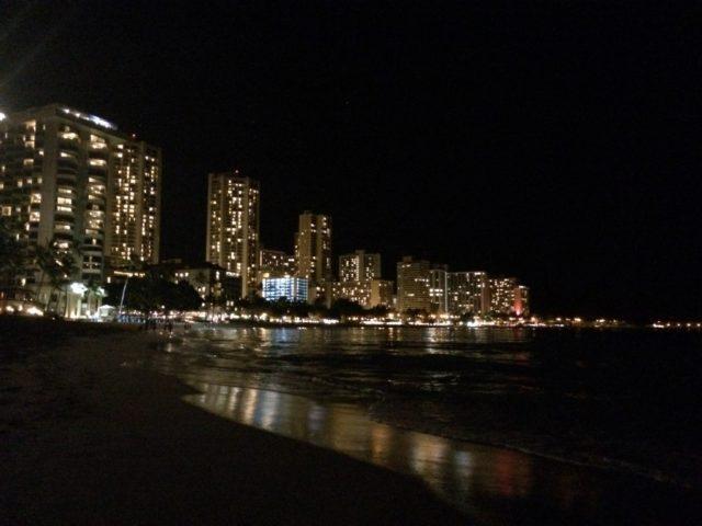 ビーチの夜景もこの通り。そう、iPhoneならね