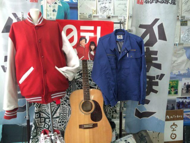 ふなまる水産の上着を着て記念撮影(300円)という企画も行われていた