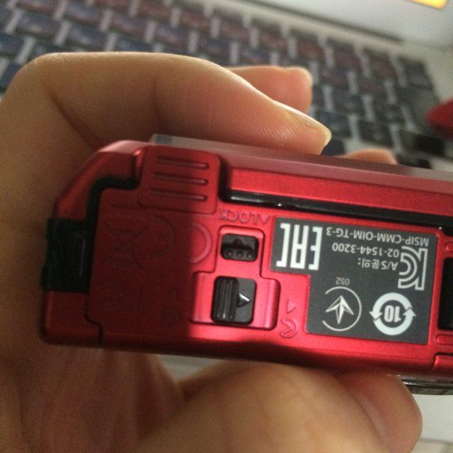 電池やUSBのロックする所が、方向の違うWロックになっているのも気に入った