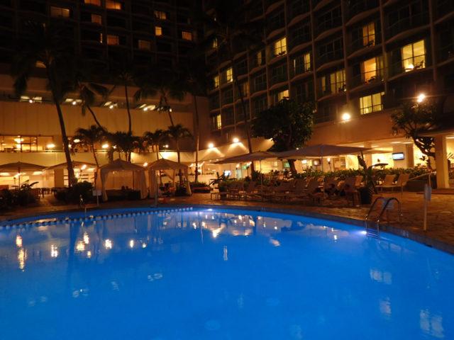 すごい深いから一回も入らなかったホテルのプールも見納め
