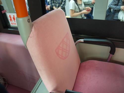 バスの車内も凝っている
