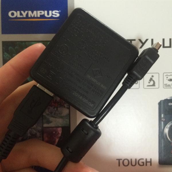 USBでの充電もできるし、USBを電源に刺すアレもついてくる。